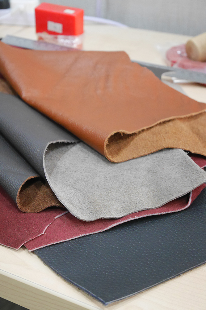 Mixed lot of scrap leather
