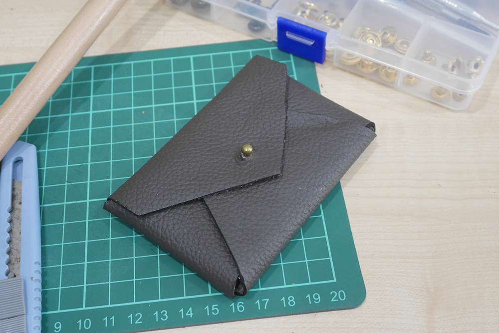 Making a key & card holder (free template)