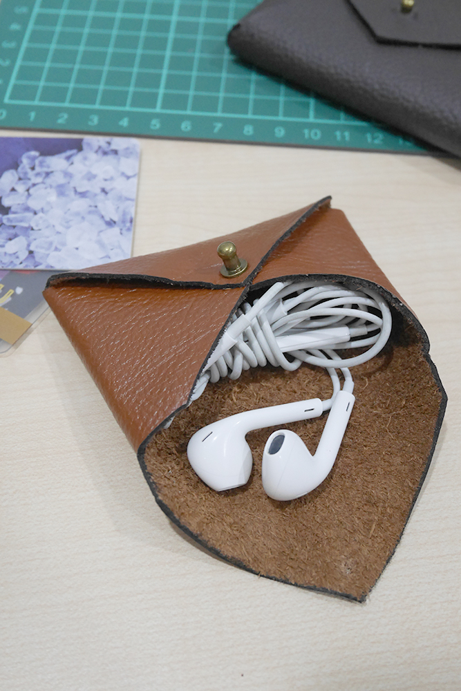 leather envelope pouch with earphones